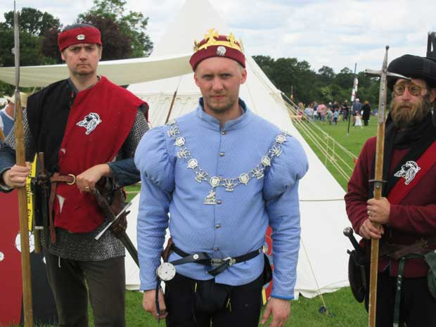 King Edward IV (Chris Farncombe) with his guards, Kevin Henman (left) and Mark Denyer preparing for battle