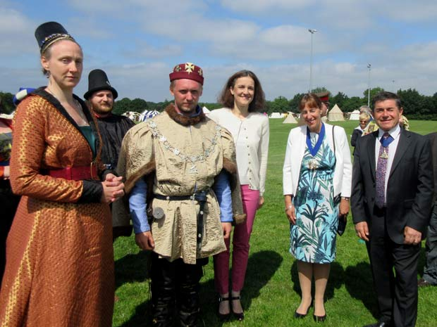 From left to right, Margaret of Anjou, King Edward IV, Martin Russell, and Theresa Villiers, MP for Chipping Barnet