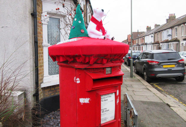 Post box in Stapylton Road