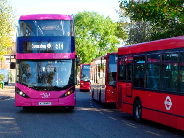384's competitor: Unō's  614 bus between The Spires, Edgware and Queensbury
