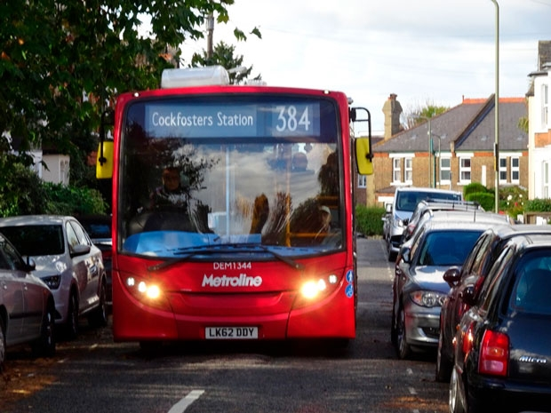384 bus negotiating Strafford Road, High Barnet. TfL would switch it to Salisbury Road.