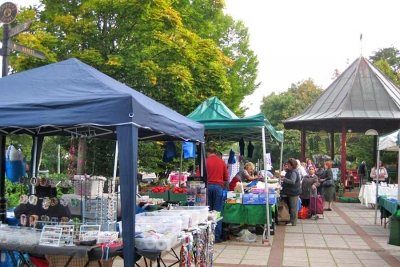 Barnet Market now in the bandstand area of The Spires