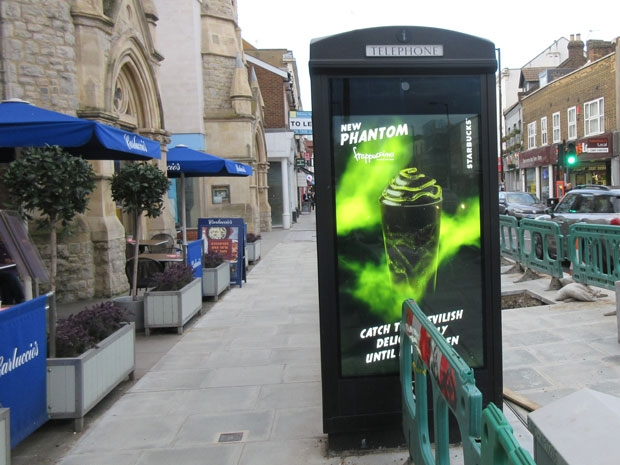Planners stop the installation of more phone boxes with digital advertising