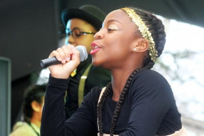 Miriam Nyarko (14) sang Beyonce's Crazy in Love for the float from the Susi Earnshaw Theatre School